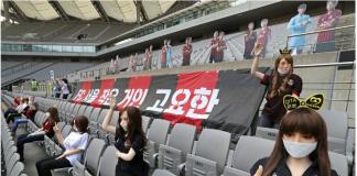 FC Seoul menempatkan boneka sex di tribun penonton dalam pertandingan Liga Korea kontra Gwangju di Stadion Piala Dunia,Minggu (17/5/2020). Foto dari SCMP