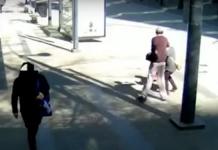 Tangkapan layar seorang pria muda di Kanada meninju wajah seorang perempuan Asia di Vancouver pada 12 April 2020 lalu.