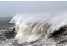 Gelombang yang ditimbulkan oleh super Topan Amphan menghantam pesisir Teluk Bengal pada hari Rabu. (Foto: EPA-EFE via SCMP)