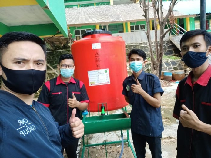 Alat Cuci Tangan Siswa SMK Ibnu Sina Kota Batam. (Foto: Suryakepri.com/Romi Kurniawan)