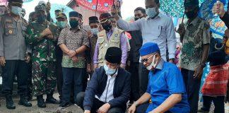 Plt Gubernur Kepulauan Riau (Kepri) Isdianto melakukan Kunjungan Kerja ke Dabo, Kabupaten Lingga dalam rangka melakukan Peletakan Batu Pertama Jembatan Penyeberangan Desa Marok Tua, Lingga, Minggu (21/06/2020).
