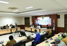 Plt Gubernur Kepri, H. Isdianto memimpin Rapat Evaluasi Gugus Tugas Percepatan Penanganan Covid-19 Kepri di Rupatama Lt.4 Kantor Gubernur, Dompak, Selasa (16/6).