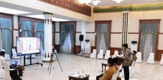 Isdianto saat memberikan sambutan secara Daring pada Pelantikan Pengurus Wilayah Pemuda Muhammadiyah Kepri periode 2018-2022 di Gedung Daerah, Tanjungpinang, Rabu (17/6) malam.