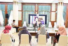 Meri isdianto webinar melalui video conference dari Gedung Daerah, Tanjungpinang, Kamis (18/6) petang.
