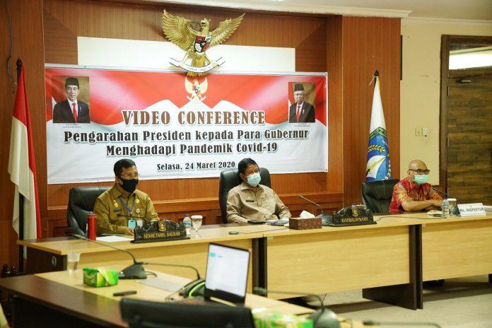 Plt. Gubernur Kepri H. Isdianto mengikuti Rapat Koordinasi Nasional (Rakornas) Pengawasan Intern Pemerintah tahun 2020 secara video converence, Senin (15/6) di ruang rapat utama lantai 4, kantor Gubernur Dompak, Tanjungpinang.