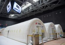 Foto yang diambil pada 22 Juni 2020 menunjukkan laboratorium pengujian Covid-19 yang dibangun dengan struktur udara di Distrik Daxing, Beijing, ibukota Cina. (Xinhua / Peng Ziyang)