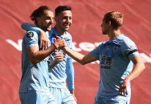 Jay Rodriguez (kiri) merayakan gol bersama rekan-rekannya. (Foto: Premierleague.com)