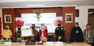 Arif Fadillah saat mengikuti Penganugerahan Komisi Perlindungan Anak Indonesia (KPAI) tahun 2020 secara Virtual di lantai 4 Ruang Rapat Utama Kantor Gubernur