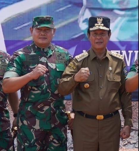 Plt Gubernur foto bersama Yudo Margono saat masih Pangkogabwilhan