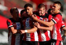 Southampton merayakan gol Che Adams