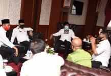 Audensi Ketua KPU Provinsi Kepri Sriwati beserta rombongan bertempat di ruang kerja kantor Gubernur, Gedung A, lt.4 Dompak, Tanjungpinang, Jumat (10/7).
