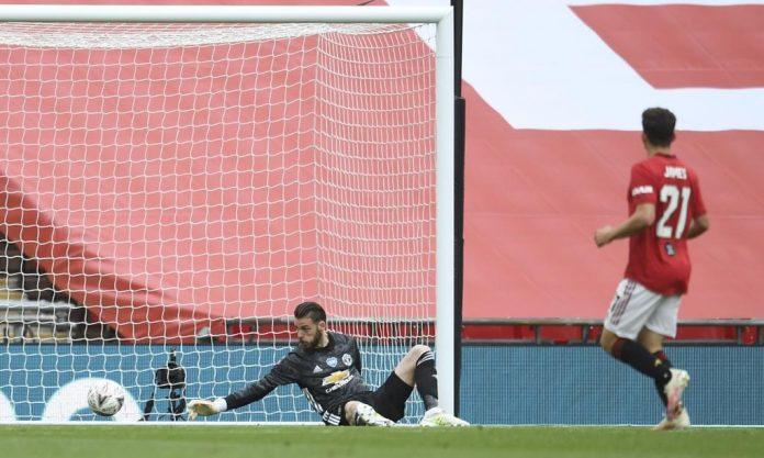 David De Gea melakukan blunder ketika gagal menahan tembakan Mason Mount pada semi-final Piala FA.