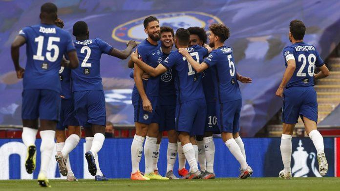 Para pemainn Chelsea merayakan gol Olivier Giroud ke gawang Manchester United. (Foto: FA)