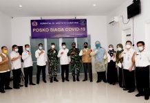 Gubernur Kepri, Isdianto melakukan peninjauan terhadap Alat PCR sekaligus menyaksikan serah terima bantuan alat kesehatan
