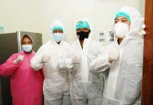 Isdianto saat meninjau Alat PCR sekaligus menyaksikan serah terima bantuan alat Streamline Swab Booth (SSB) Kepada Rumkital Dr.Midiyato, Tanjungpinang, Rabu (29/07/2020).