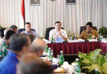 Rapat Koordinasi dengan Plt Gubernur Kepri mengenai pengelolaan labuh jangkar di Kepulauan Riau dan penataan alur kabel/pipa bawah laut di Nongsa Poin Marina Resort Batam, Kamis (2/07/2020).