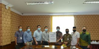 emerintah Provinsi Kepulauan Riau (Kepri) menerima sejumlah bantuan Alat Pelindung Diri (APD) dari PT Amtek dan PT Paxocean