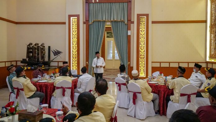 Gubernur Kepri, Isdianto menutup Rakerda I APDESI Provinsi Kepri Tahun 2020