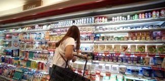 Penjualan ritel di Singapura catat rekor penurunan paling tajam pada Mei 2020 dibanding Mei 2019. Tetapi penjualan makanan dan minuman meningkat. (Foto: Business Review)