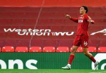 Trent Alexander-Arnold melakukan selebrasi setelah mencetak gol kedua brilian untuk juara Liverpool