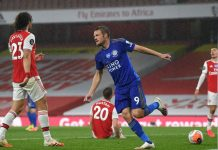Jamie Vardy melakukan selebrasi usai mencetak gol penyeimbang untuk menjadikan skor 1-1 vs Arsenal di Emirates, Rabu (8/7/2020).