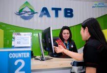 Petugas pelayanan ATB di kantor Sukajadi saat melayani pelanggan (ist)