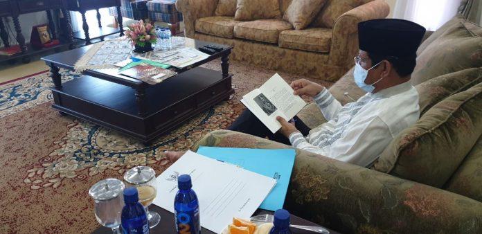 Gubernur Kepri H Isdianto kini sedang mengkaratina diri di Gedung Daerah Tanjungpinang.