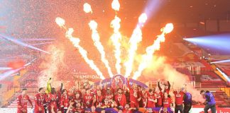Kembang api menerangi Stadion Anfield pada malam yang tak terlupakan di Liverpool. Skuad besutan Jurgen Klopp mengangkat trofi Liga Premier Inggris 2019/2020. (Foto: Premier League.com)