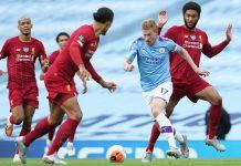 Gelandang Manchester City Kevin De Bruyne dalam kepungan para pemain Liverpool. (Foto dari Livescore)