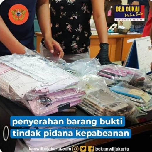 tersangka dan barang bukti di BC Jakarta Kamis lalu.(suryakepri.com/ist)