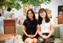 """Rosalyn """"Rosie"""" Bejrsuwana (kiri) dan Pollisa """"Polly"""" Tien-iam-arnan, dua di antara para pendiri Choose Change, sebuah platform digital yang mendorong diskusi tentang masalah sosial. (Foto: CNA/Pichayada Promchertchoo)"""