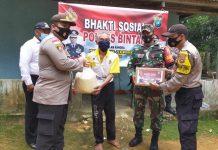 Penyaluran bantuan sembako kepada masyarakat oleh Polres Bintan dan Polsek jajaran (Suryakepri.com)