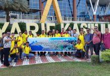 Masyarakat Lingga saat tiba di Bandara Sutan Syarif Qasim untuk belajar mengenai perkebunan sawit di lokasi PT Surya Dumai di Kampar, Provinsi Riau.
