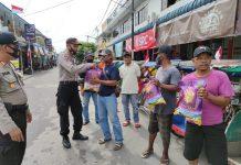 Polsek Belakang Padang, Batam membagikan 100 paket sembako