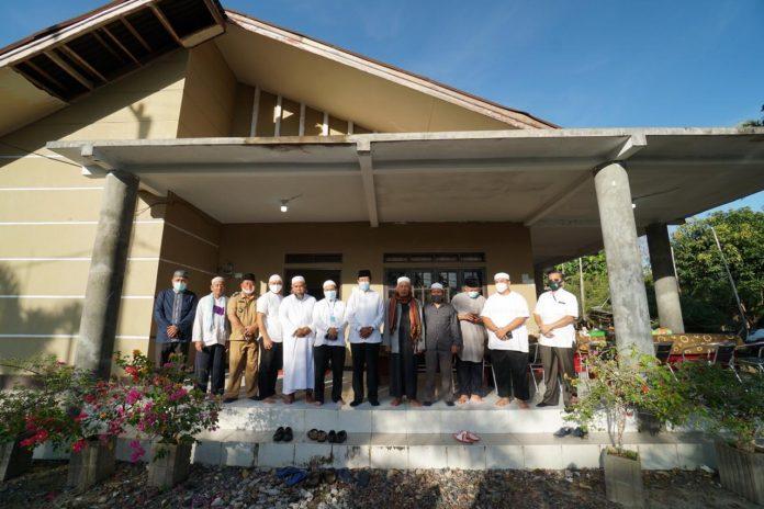 Gubernur Kepri Isdianto beserta rombongan bersilaturahmi di kediaman ketua Lembaga Adat Melayu (LAM) Natuna