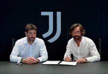 Andrea Pirlo (kanan) saat tandatangan kontrak sebagai pelatih Juventus. Presiden Juventus Andrea Agnelli duduk di sampingnya. (Foto: Twitter Pirlo)