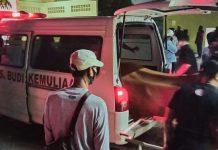 Jenazah Alfred Bakari alias Otong dibawa ke RSBP untuk autopsi. (Foto: Suryakepri.com/Fernando)