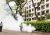 Petugas NEA melakukan fogging di cluster dengue Woodleigh Close. (Foto: Badan Lingkungan Nasional/CNA)