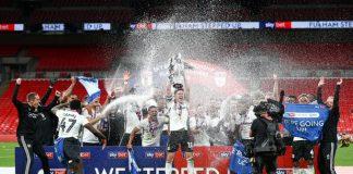 Fulham Promosi ke Liga Premier Inggris musim 2020/2021. Para pemain Fulham merayakan promosi ke kasta teratas sepakbola Inggris. (Foto: Twitter Fulham)