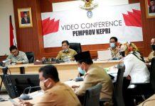 Rapat Koordinasi Evaluasi Program Pemberantasan Korupsi Terintegrasi 2020 Bersama KPK RI melalui video conference dari Gedung Daerah, Tanjungpinang, Senin (10/08/2020).