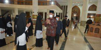 Isdianto melantik Pimpinan Daerah Perhimpunan Remaja Masjid Dewan Masjid Indonesia Kabupaten Natuna masa bhakti 2020-2022, di Masjid Agung Natuna, Kabupaten Natuna, Jumat (21/08/2020).
