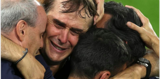 Pelatih Sevilla Julen Lopetegui menangis usai timnya mengalahkan Inter Milan 3-2 di final dan keluar sebagai juara Liga Eropa 2019/2020. (Foto: Uefa.com)