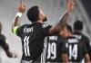 Memphis Depay, melakukan selebrasi usai mencetak gol penalti dalam kekalahan 2-1 dari Juventus di Turin.; Meski kalah, Lyon lolos ke perempat-final karena mencetak gol tandang. (Foto: Uefa.com)