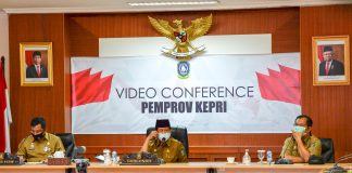 Gubernur Kepri, Isdianto memimpin rapat rutin bersama seluruh Kepala OPD di lingkungan Pemprov Kepri di Rupatama Lt.4, Kantor Gubernur, Dompak, Tanjungpinang, Senin (31/08/2020).