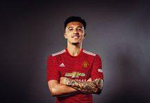 Jadon Sancho memakai seragam Manchester United. (Foto: Twitter)