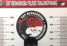 Pelaku saat diamankan di Mapolres Tanjungpinang (Suryakepri.com)
