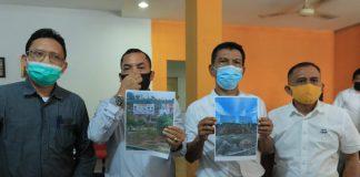 Sekretaris DPW Partai HANURA, Uba Ingan Sigalingging (Masker Biru/ Tengah)