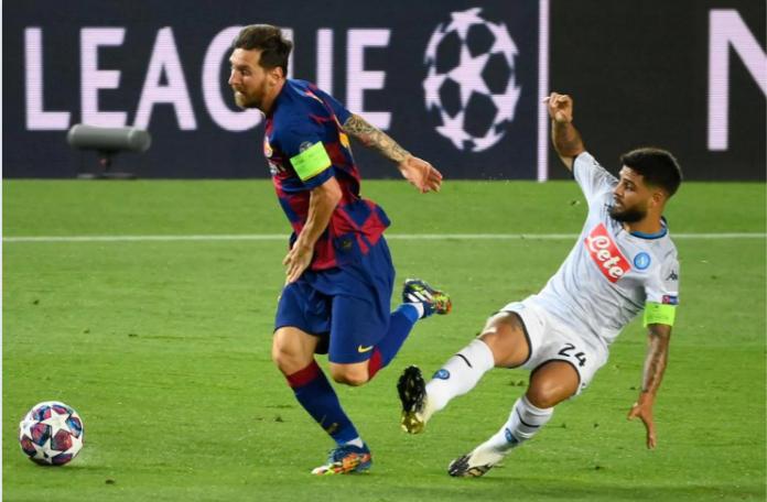Lionel Messi bertarung dengan Lorenzo Insigne. Messi mencatat penampilan ke-142 di Liga Champions UEFA, Sabtu (8/8/2020) atau Minggu dinihari waktu Indonesia. Dia kini berada di urutan keempat. Raúl González berada di daftar teratas sepanjang masa.(Foto: Uefa.com)