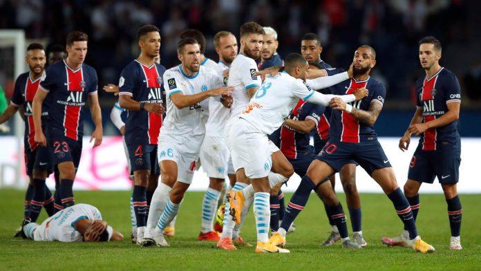 Lima pemain kartu merah setelah adu jotos antar pemain PSG dengan Mersaille pada pertandingan Ligue 1 di Parc de Prince, Paris, Minggu (13/9/2020). (Foto dari TV6News)