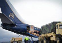 Sebuah pesawat Boeing 737 BBJ mengirimkan pasokan obat-obatan Covid-19 ke New Hampshire, Amerika Serikat, beberapa waktu lalu. (Foto: Boeing)